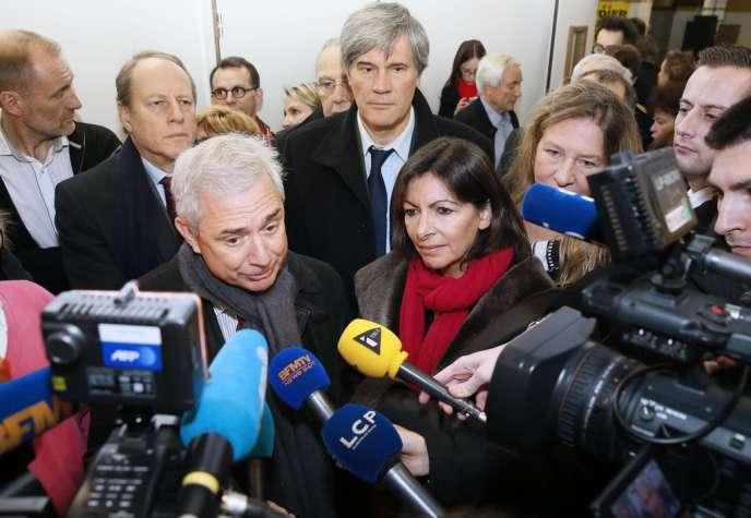 Claude Bartolone et Anne Hidalgo, devant Stéphane Le Foll, le 25 novembre à Paris.