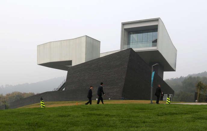 La singulière silhouette orthogonale du Sifang Art Museum situé à vingt kilomètres au nord-ouest de Nankin.