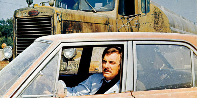 David Mann (Dennis Weaver), modeste employé de commerce, est pris en chasse par un camion-citerne meurtrier dans