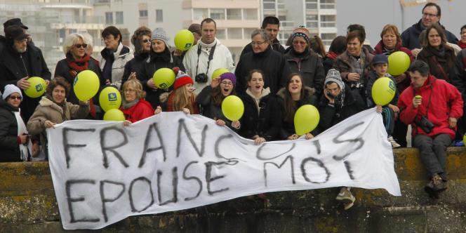 Le comité d'accueil de François Gabart à l'arrivée du Vendée Globe, le 27 janvier.