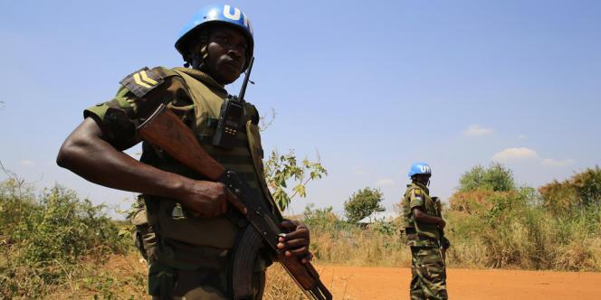 Un casque bleu de la Mission des Nations unies au Soudan du Sud dans les environs de la capitale, Juba, le 23 décembre.