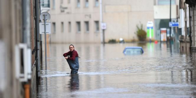 La ville de Morlaix, en Bretagne, sous les eaux après le passage de la tempête Dirk dans la nuit du 23 au 24 décembre 2013.