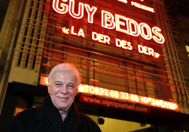 Guy Bedos devant l'Olympia à Paris, le 23 décembre 2013.