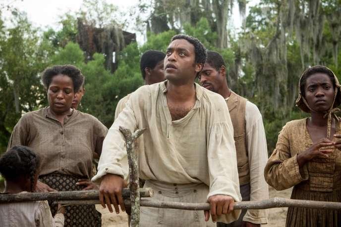 Chiwetel Ejiofor (au centre) dans le film anglo-américain de Steve McQueen,