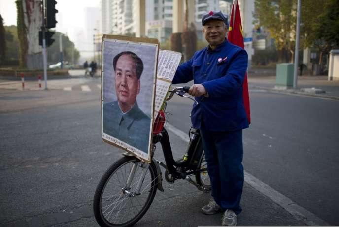 Qiu, 65 ans, dans les rues de Shanghai en décembre 2013.