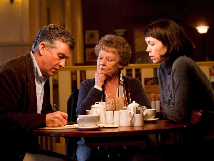 Steve Coogan, Judi Dench et Anna Maxwell Martin dans le film britannique de Stephen Frears,