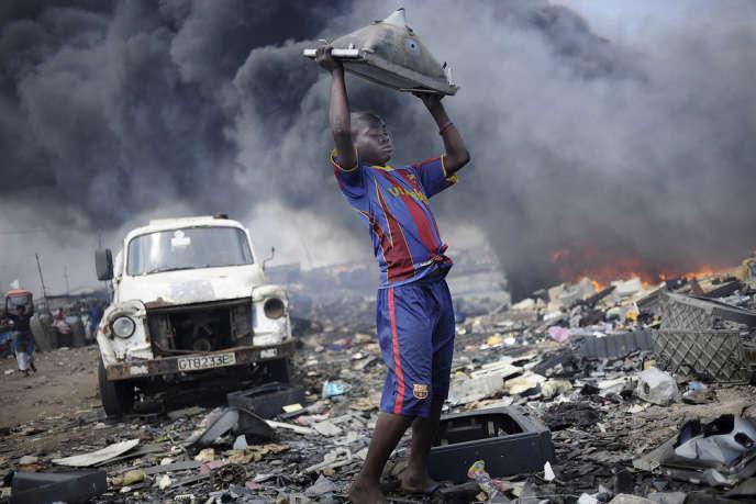 """Résultat de recherche d'images pour """"Afrique, déchets électroniques"""""""