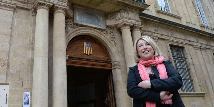 Maryse Joissains-Masini devant la mairie d'Aix-en-Provence, le 15 novembre.