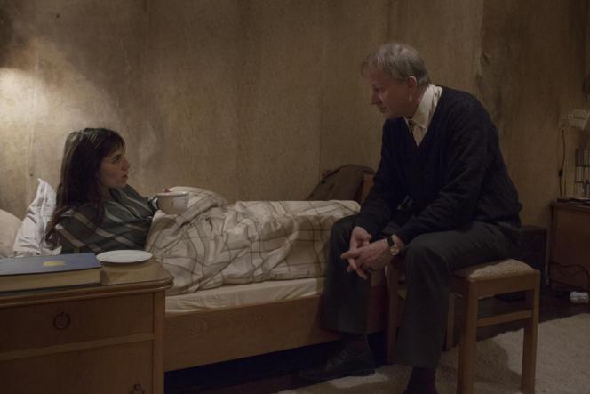 Recueillie et soignée par Seligman (Stellan Skarsgard), Joe (Charlotte Gainsbourg) entreprend de lui raconter sa vie sexuelle.