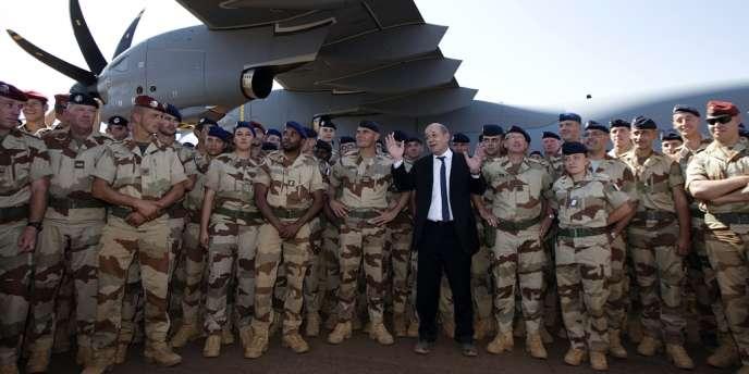 Jean-Yves Le Drian passe les fêtes du réveillon à Gao (Mali) avec les troupes françaises.