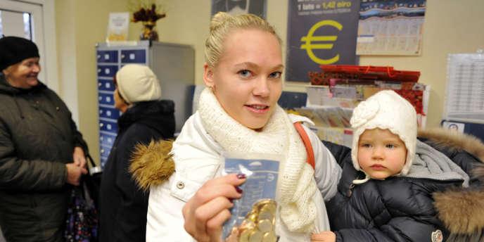 Premiers euros en Lettonie, à Riga en décembre 2013.
