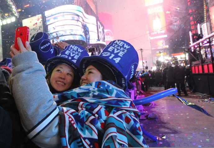 Près de 300 millions de SMS et MMS ont été échangés entre 21heures et 2heures dans la nuit du Nouvel An pour adresser les vœux.