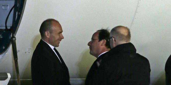 Le père Georges Vandenbeusch a été accueilli mercredi à Villacoublay par le président François Hollande.