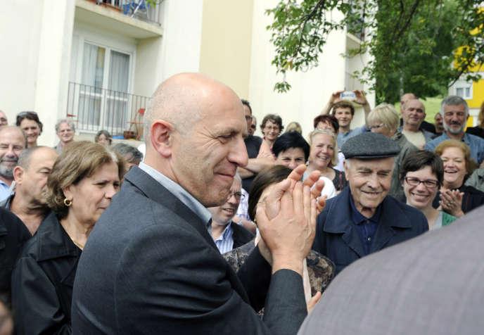 Dominique Potier (PS) en campagne pour les législatives à Neuves-Maisons (Meurthe-et-Moselle), le 15 juin 2012.