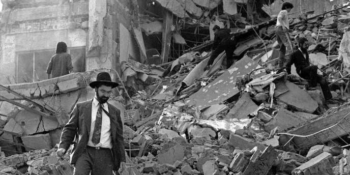 Le 18 juillet 1994, l'explosion dans la capitale argentine d'une bombe devant le siège de la mutuelle juive AMIA avait fait 85 morts et des centaines de blessés.