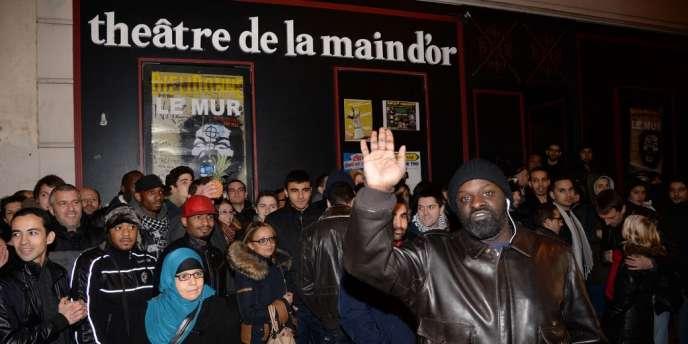 Devant le Théâtre de la Main d'Or, le 28 décembre à Paris.