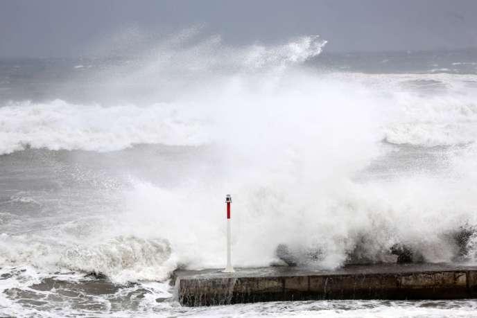 Une personne est morte dans la nuit du 2 au 3 janvier à La Réunion, lors du passage du cyclone Bejisa.