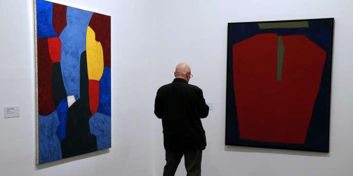 Le peintre Serge Poliakoff (1900-1969) est exposé au Musée d'Art Moderne de la ville de Paris.