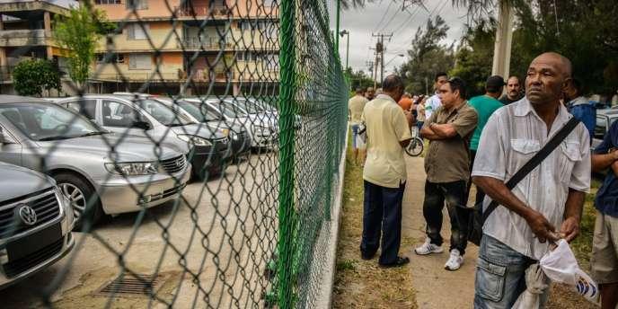 Devant un concessionnaire de La Havane, le 3 janvier.