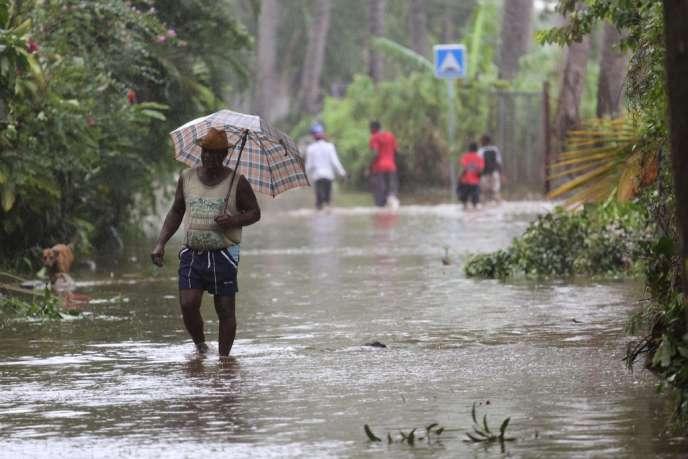 Le passage du cyclone Bejisa a causé de nombreux dégâts à La Réunion – ici le 3 janvier dans la commune de Saint-Paul, dans le nord-ouest de l'île.