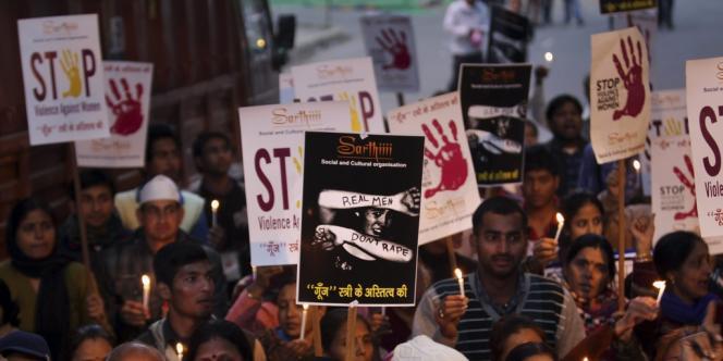 Le 29 décembre, les Indiens ont commémoré le premier anniversaire de la mort d'une jeune femme violée dans un bus par plusieurs hommes à Delhi.