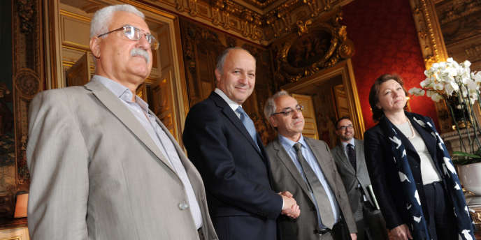 Le ministre des affaires étrangères Laurent Fabius avec, à gauche, l'actuel président du Conseil national syrien, George Sabra, en juin 2012 au Quai d'Orsay.
