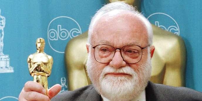 Saul Zaentz reçoit l'Oscar du meilleur film en 1997 pour