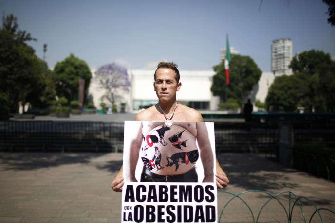 «Finissons-en avec l'obésité !», pouvait-on lire lors d'une manifestation à Mexico, en 2010.