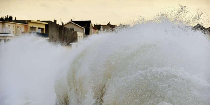 En Bretagne, sur la côte atlantique, les pluies ont été les plus fortes depuis 1959, provoquant des inondations répétées, tout comme dans le Sud-Est, en Provence-Alpes-Côte d'Azur. L'hiver a été le deuxième le plus chaud depuis 1900.