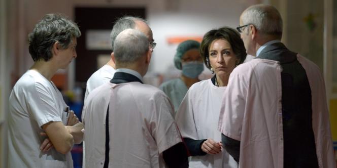 Marisol Touraine en visite au service de réanimation néonatale de l'hôpital de Chambéry (Savoie), le 5 janvier.