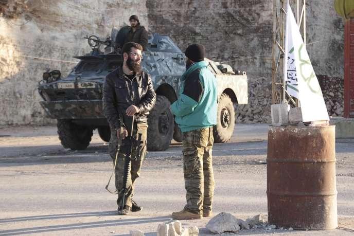 Combattants du Front islamique, à Idlib, le 6 janvier 2013.