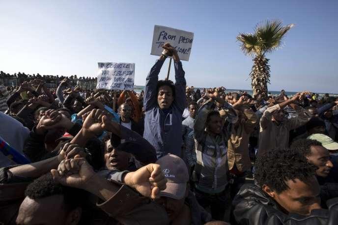Manifestation de migrants africains devant l'ambassade américaine à Tel-Aviv, le 6 janvier.