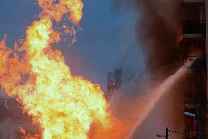 Une personne a été portée disparue lors de l'incendie qui s'est déclaré dans le quartier portuaire de la Joliette, à Marseille.
