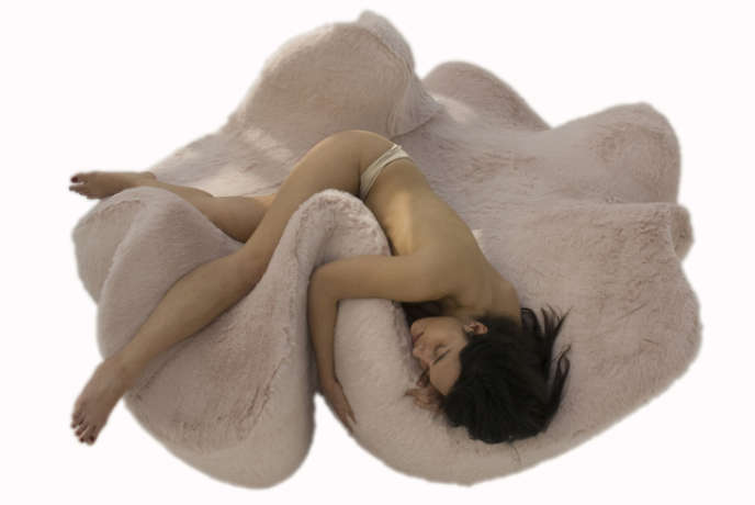 Sofa Belly Love par Florence Jaffrain, à la Galerie Slott.