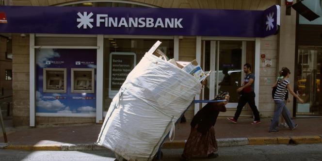 Istanbul, en juin 2013. La Turquie fait partie des 10 pays vulnérables à court terme identifiés par Euler Hermes . Ils « ont en commun d'afficher de forts déficits courants ou endettements externes », estime le spécialiste de l'assurance-crédit.