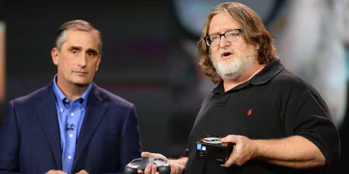Gabe Newell, cofondateur de Valve, tient en main une Steam Machine.