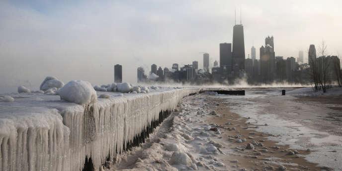 Le lac Michigan gelé aux Etats-Unis, lundi 6 janvier.