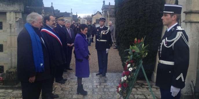 Dominique Bertinotti, ministre déléguée à la famille, rend hommage à François Mitterrand pour le 18eanniversaire de sa mort, le 8janvier à Jarnac.