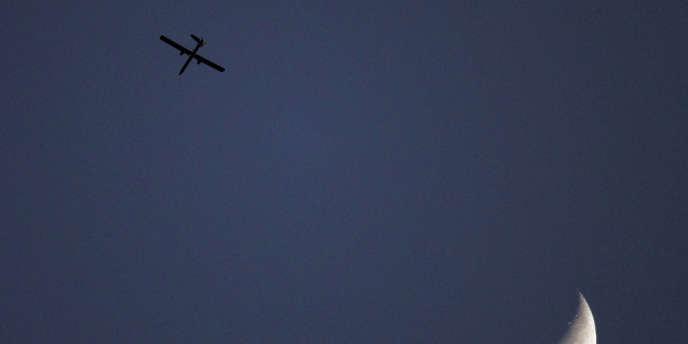 Un drone israélien survole Gaza en avril 2011.