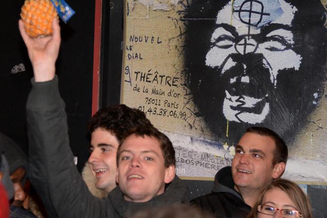 Des spectateurs de Dieudonné, le 28 décembre 2013.