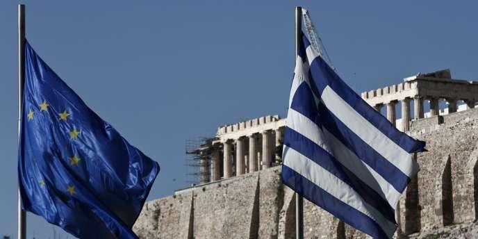 La présidence grecque de l'Union européenne s'ouvre mercredi dans un pays où plus de la moitié des jeunes sont au chômage, où la Bourse a connu une descente aux enfers mais où les ports restent symboles d'espoir.