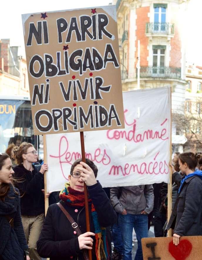Manifestation à Toulouse, le 8 janvier, devant le consulat d'Espagne contre le projet de loi de suppression du droit à l'avortement.