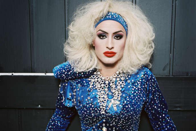 Gaga, artiste travesti, se produit en 2011 au club Mayak, seul établissement gay de Sotchi.