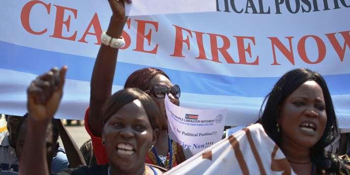 Au Soudan du Sud, les combats faisaient toujours rage mercredi aggravant encore la crise humanitaire, alors qu'à Addis Abeba, les pourparlers en vue d'un cessez-le-feu entre le gouvernement et les rebelles piétinaient.