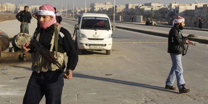 Des combattants de l'Arméee syrienne libre (ASL), le 7 janvier dans la banlieue d'Alep.