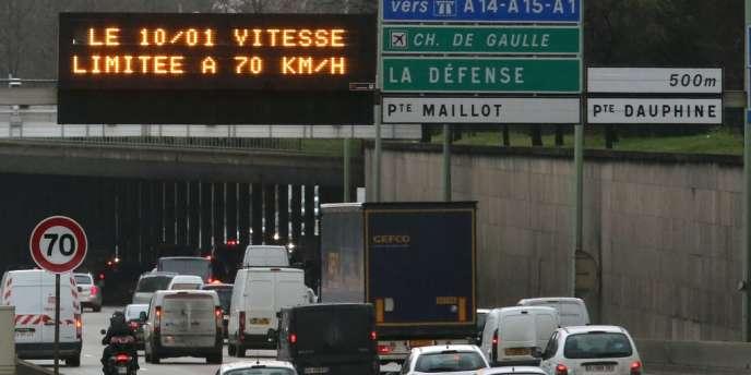 La vitesse maximale autorisée sur le boulevard périphérique parisien est passée de 80km/h à 70km/h le 10janvier2014.