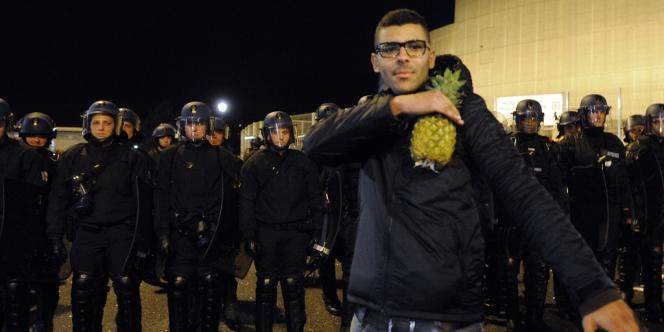 Des fans de Dieudonné M'bala M'bala devant le Zénith de Saint-Herblain, le 9 janvier.