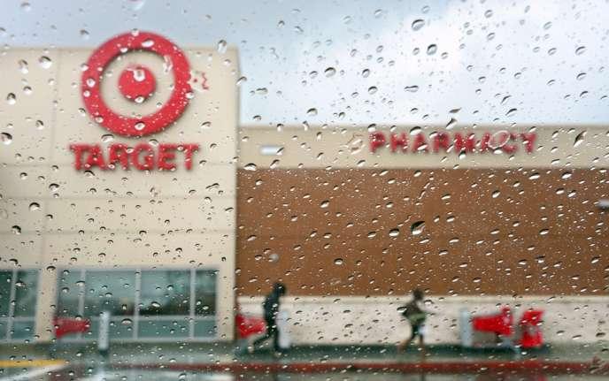 Fin décembre 2013, Target a publiquement fait part du vol des données d'environ 40 millions de ses clients qui avaient utilisé leur carte de paiement dans ses magasins entre le 27 novembre et le 15 décembre.