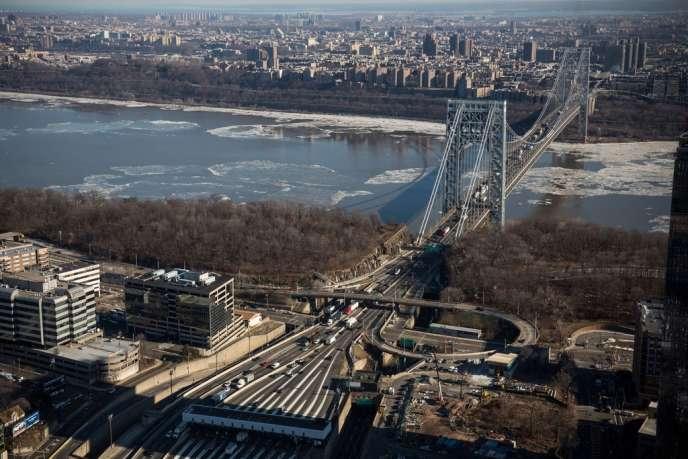 M. Christie est accusé d'avoir laissé son équipe fermer, en septembre, des voies du pont George Washington, une artère vitale reliant le New Jersey à New York, pour des raisons politiques.