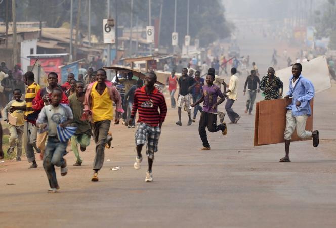 Des échanges de tirs dans les rues de Bangui font fuir des pilleurs, le 11 janvier.